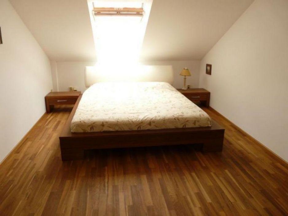 Podkrovn lo nice pro maxim ln pohodl d - Camera da letto sottotetto ...